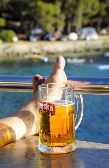 Det er ikke bare sykkelturer, yoga og helselære som kan være styrkende – også en avslappende øl har styrke i hver dråpe. Foto: Torild Moland