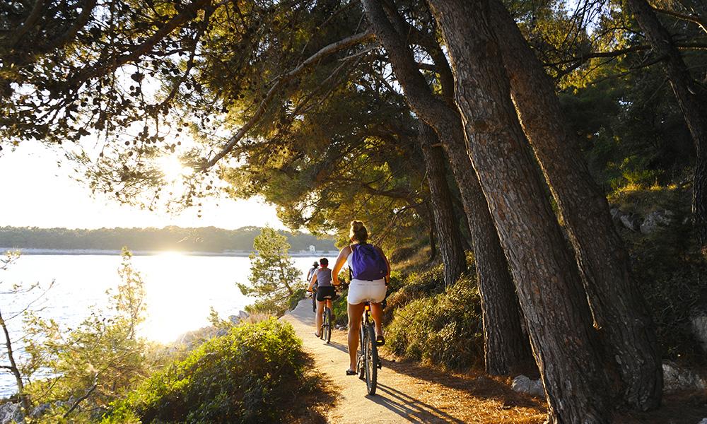 Den absolutt beste måten å oppdage øya på er på to hjul, og det finnes mange kilometer med sykkelstier. Foto: Torild Moland