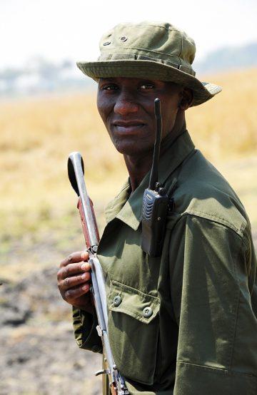 Guidene Ezekiel Eliofoo og Onesmo Namoyo leder oss inn i villmarken i Tanzanias minst besøkte nasjonalpark. Foto: Ronny Frimann