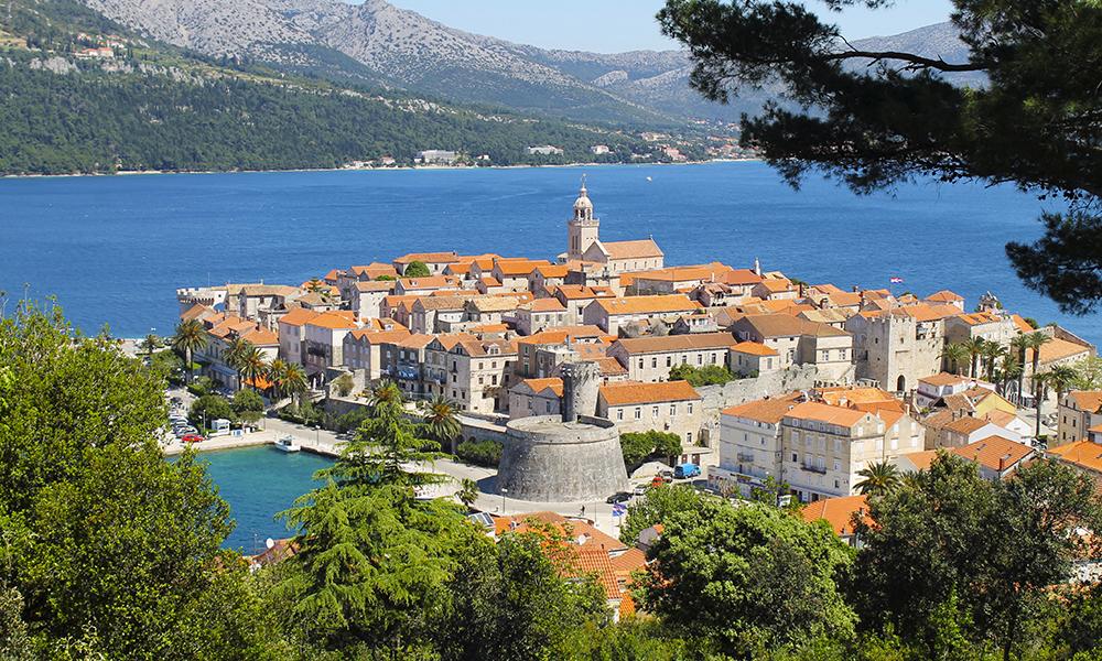 Korčula regnes som en av Adriaterhavets fineste øyer – og øyas kanskje største juvel er gamlebyen med dens velbevarte bymur og murhus. Foto: Ida Anett Danielsen