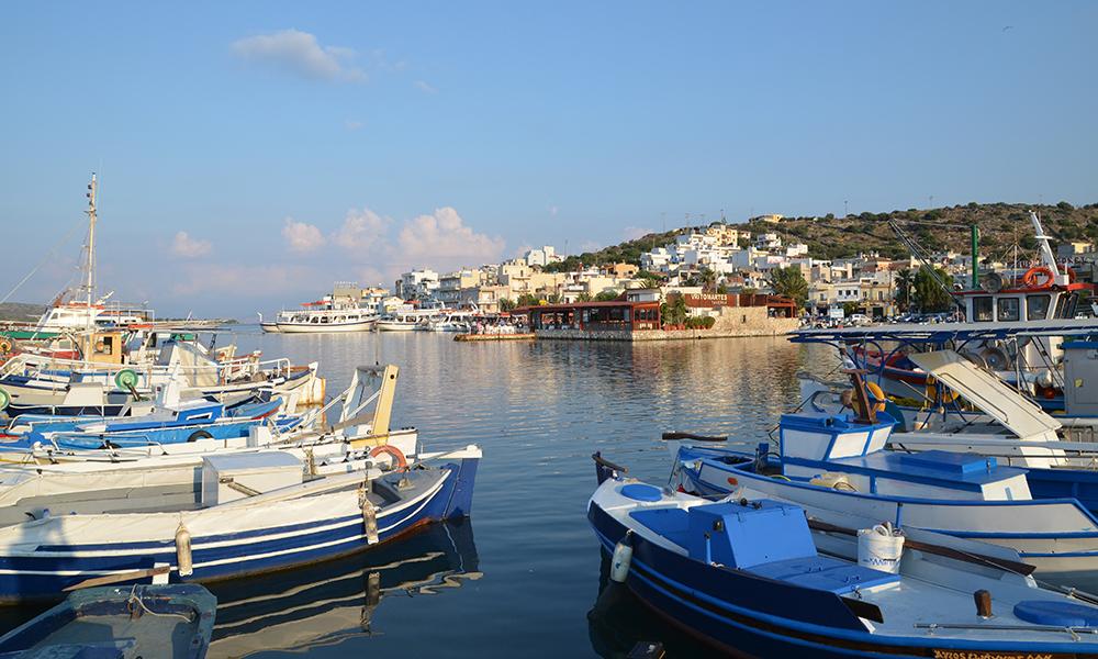 Kreta er en av våre mest populære ferieøyer, ikke minst i høstferien. Men det går fortsatt an å komme seg hit, hvis man vil betale for det. Foto: Marte Veimo