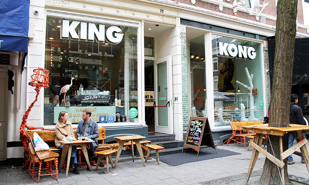 Rotterdam er ung, hipp og urban – og det kryr av utesteder, restauranter og kule kaféer rundt om i byen. Her fra den populære kaféen og hostellet King Kong. Foto: Ida Anett Danielsen