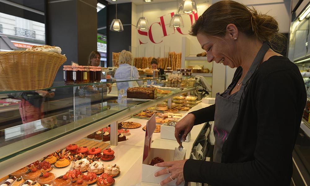 Bakeriet har mange kunder innom daglig – for om man kan spise byens beste croissant gjør man jo det! Foto: Gjermund Glesnes