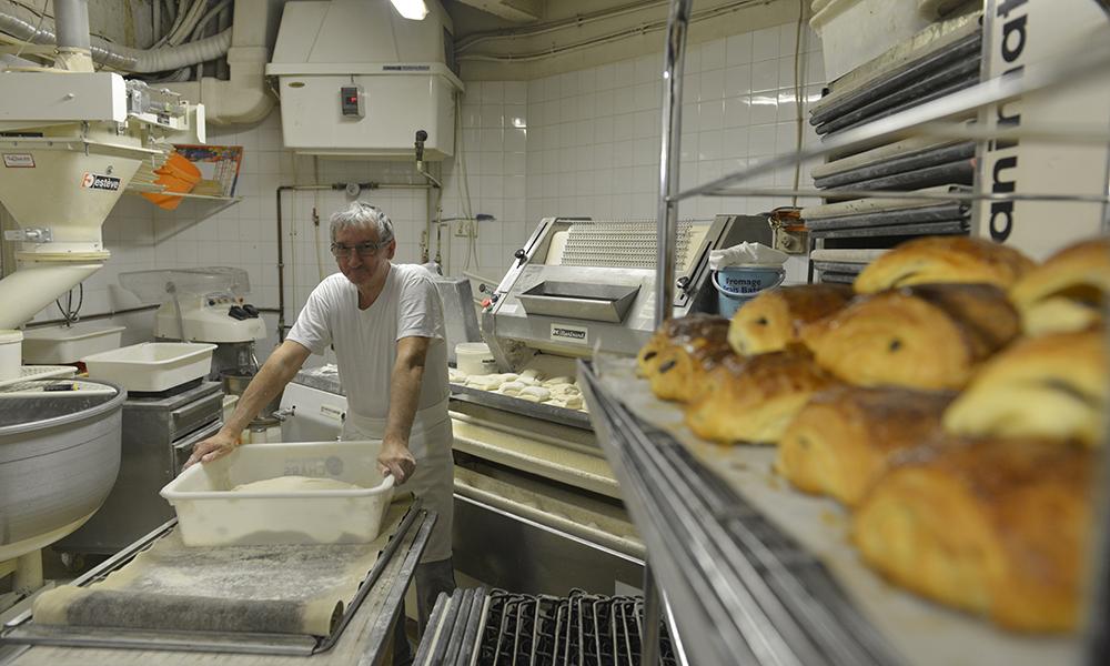 Gerard Himbert er en av bakerne som kan skryte av å bake Paris' beste croissanter. Foto: Gjermund Glesnes