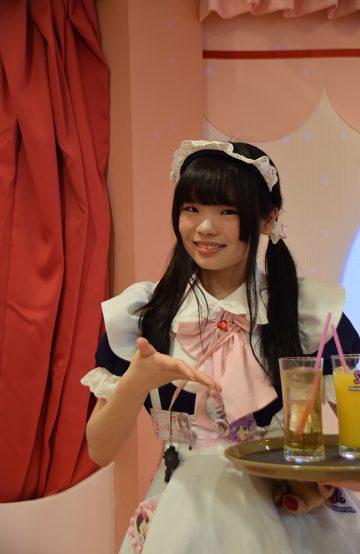 På Maid Cafe er servitørene utkledd som hushjelper, og fungerer på en måte som moderne geishaer. Foto: Mari Bareksten