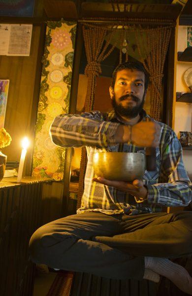 Umesh healet oss med sine syngende boller. Foto: Mari Bareksten
