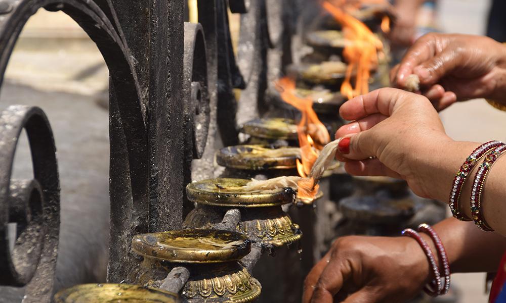 Tilbe, ofringer og hellige plasser. Mye har en åndelig konnotasjon i Katmandu. Foto: Mari Bareksten
