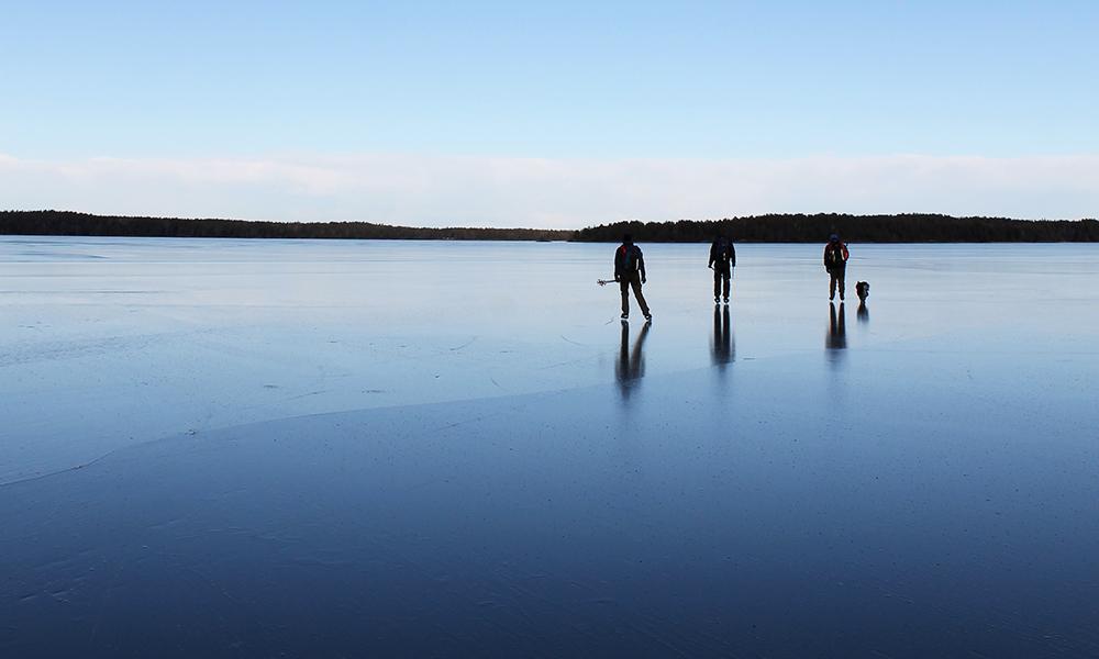 Med stålblank is glir vi bortover som bare det – selv en nybegynner. Foto: Ida Anett Danielsen