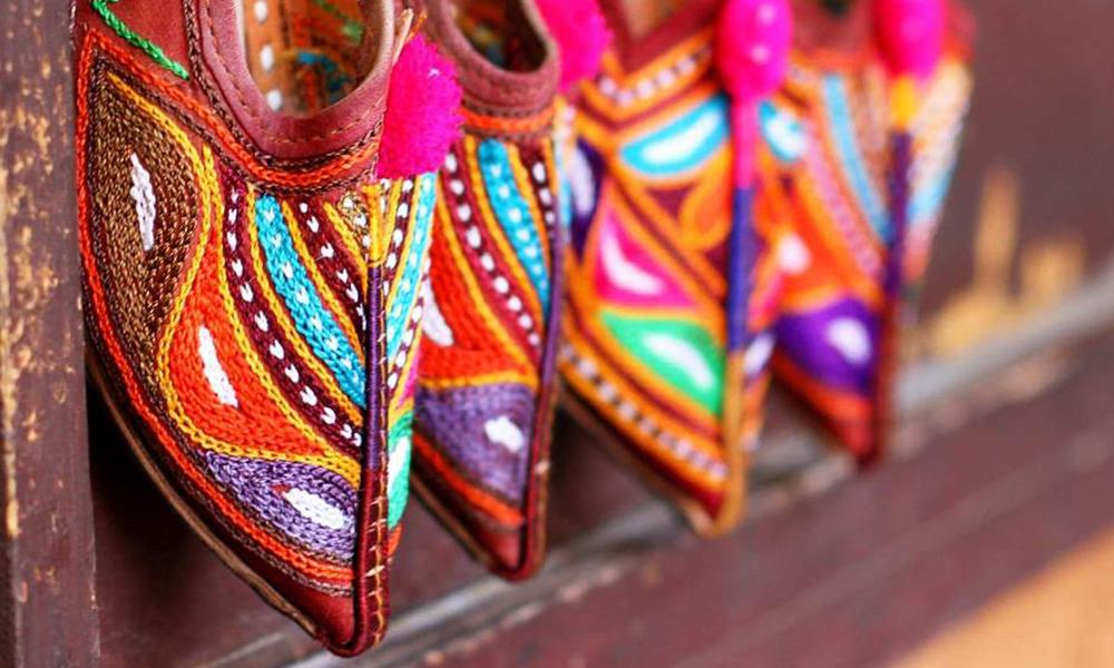 Hva med et par fargerike Aladdin-sko? Foto: Apollo