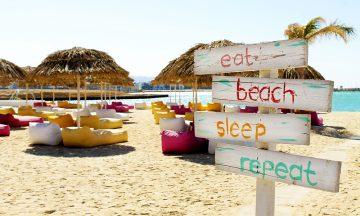 I Aqaba bygges det stort for tiden. Et av de nyeste tilskuddene er den flotte beachcluben AylaB12. Foto: Ida Anett Danielsen