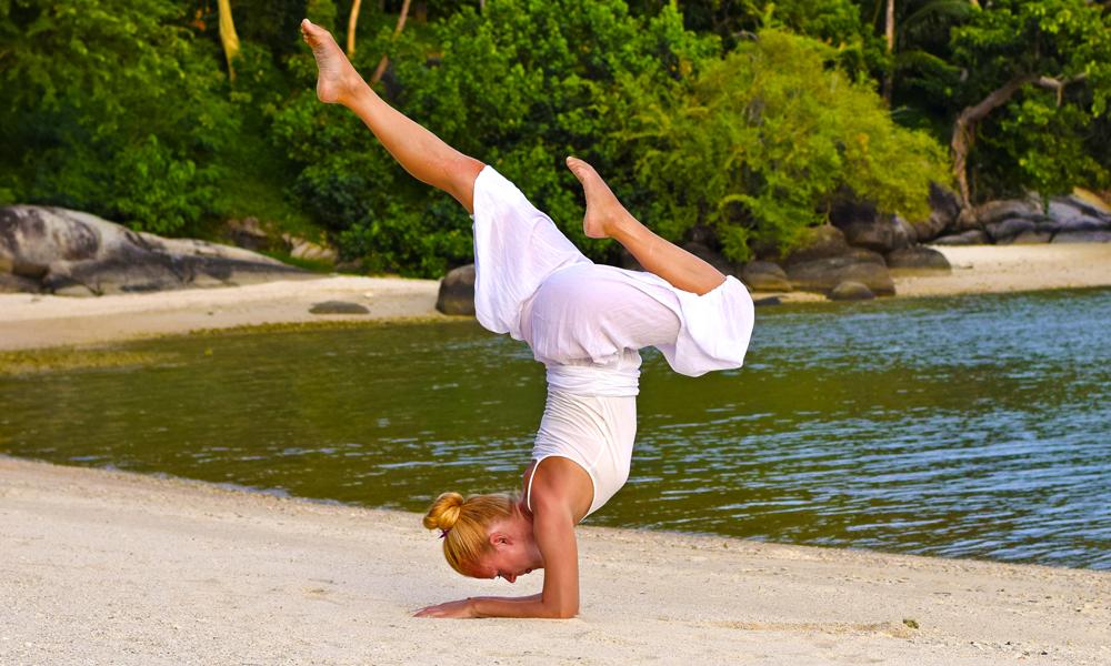 Det er daglige yogaklasser for alle nivåer, og hvis du velger programmet som fokuserer på yoga får du også flere private timer med yogainstruktør. Foto: Mari Bareksten