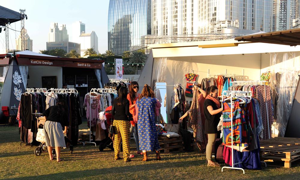 Market Outside the Box (OTB) er et utendørs marked som arrangeres mellom 19. og 28.januar med mer enn 80 lokale og internasjonale merkevarer, underholdning og matvogner. Foto: Visit Dubai