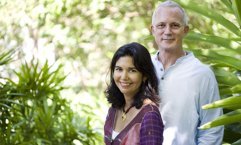 Ekteparet og gründerne Karina (55) og John Stewart (63) startet den holistiske helseresorten Kamalaya i 2005. Foto Kamalaya/Esther Quelle