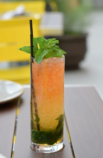 Drinken Queens Park Swizzle er en av Tonys mest populære drinker. Foto: Mari Bareksten