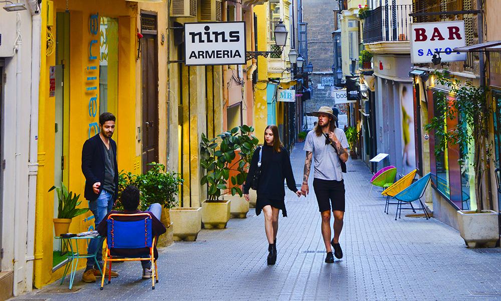 Palma de Mallorca er en av Europas koseligste byer med både små, trange gater og storslagne avenyer. Med arabisk, spansk, katalansk og romersk innflytelse er Palma en fest for alle sanser. Foto: Torild Moland