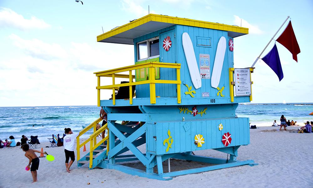 På Miami Beach er strendene proppet med vakre kropper og fargerike livvakthus. Foto: Mari Bareksten