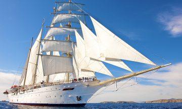 Et cruise med Star Clippers er ikke helt som andre cruise. Seilskuta Star Flyer er en fullrigget firemaster –og et mektig skue der den glir ute på havet. Foto: Star Clippers