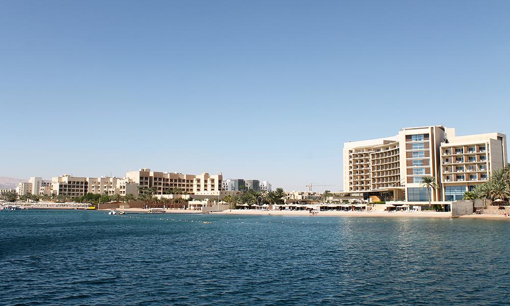 Nyoppusset og fin strandlinje utenfor Kempinski Hotell. Foto: Ida Anett Danielsen