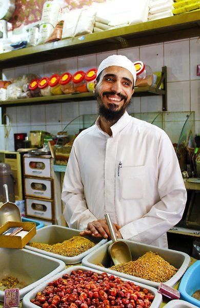 Abdullah Amin (35) ønsker turister mer enn gjerne velkommen til Aqaba. Foto: Ida Anett Danielsen