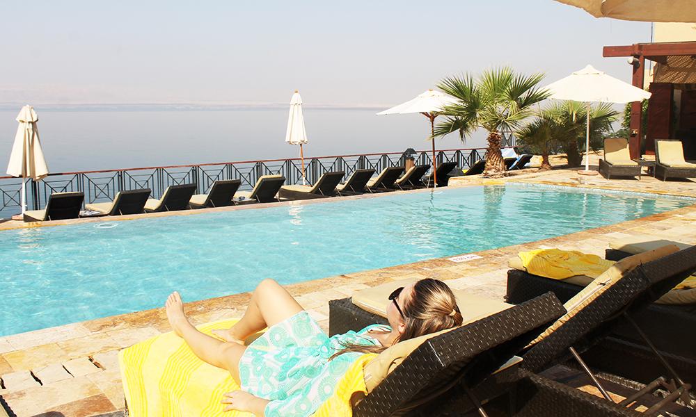 På Mövenpick Resort kan man også nyte late dager ved et av de mange bassengene. Foto: Ida Anett Danielsen