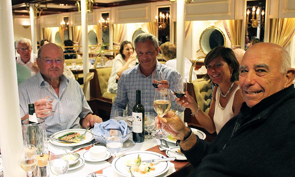 Under middagen knyttes nye vennskapsbånd mellom flere nasjoner. Foto: Ida Anett Danielsen