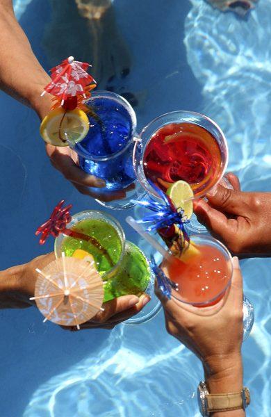 Tropical Bar ombord serverer lekre og fargerike drinker. Foto: Star Clippers