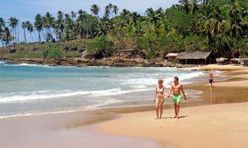 Langs sørkysten av Sri Lanka venter den ene stranda finere enn den andre. Foto: Runar Larsen
