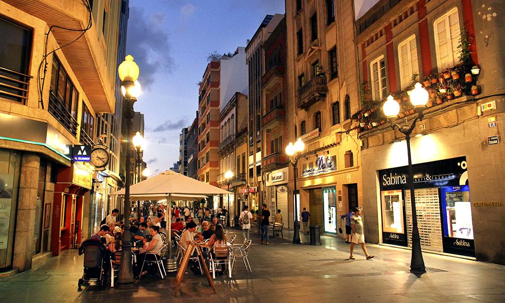 Las Palmas har et levende sentrum med spansk storbysentrum, og i motsetning til mange steder på Gran Canaria er ikke turistene i flertall. Foto: Runar Larsen