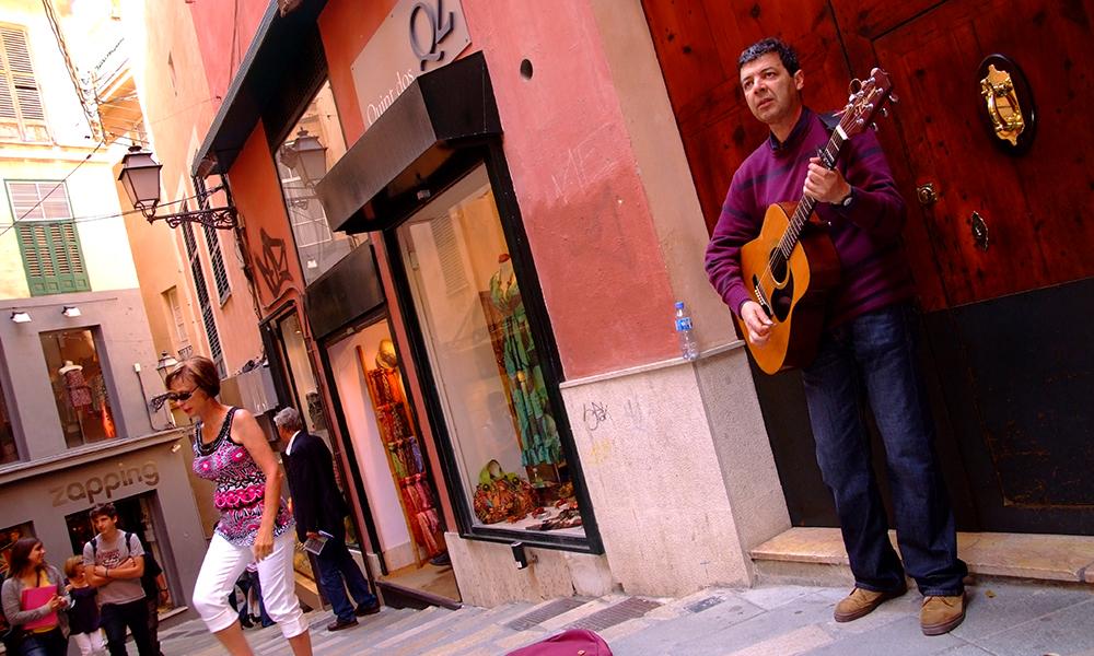 Palmas gater er både koselige og stemningsfulle. Foto: Torild Moland