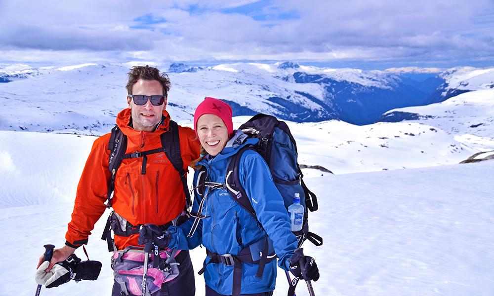 Marianne Aas (38) og Jens Hersløv (39) lot seg imponere av naturen fra Finse til Eidfjord. Foto: Mari Bareksten