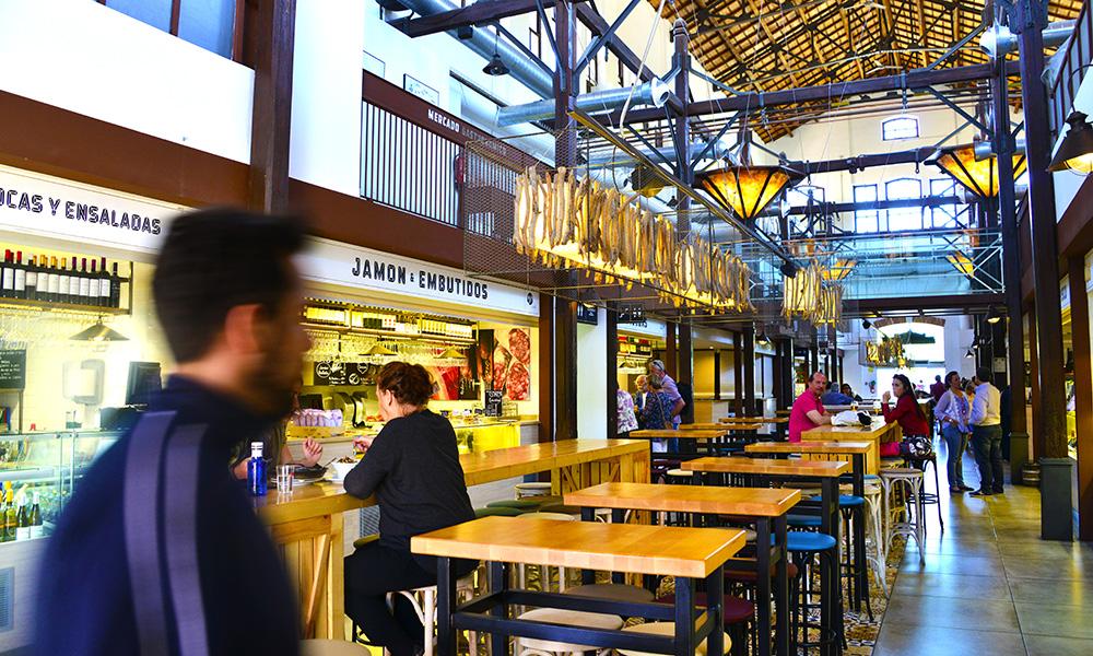 San Jose Gastronomic marked åpnet i fjor sommer i en gammel slakterhall opprinnelig designet av Gaudi-eleven Gaspar Bennázar. Foto: Torild Moland