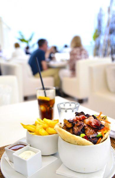 Lekker mat på lekker lounge! Foto: Torild Moland