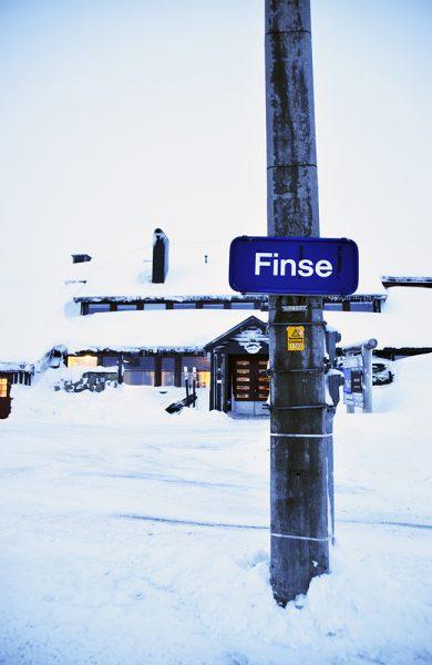 Utgangspunktet Finse ligger hele 1222 meter over havet. Og derfra går det opp til 1800, før det går hele veien ned til 0 meter. Foto: Mari Bareksten