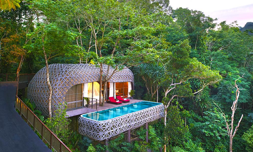 De spesielle bassengvillaene på Keemala Resort er tegnet av thailandske arkitekter, badekarene er hugget i stein og maten har et sunt og lokalt fokus. Foto: Keemala