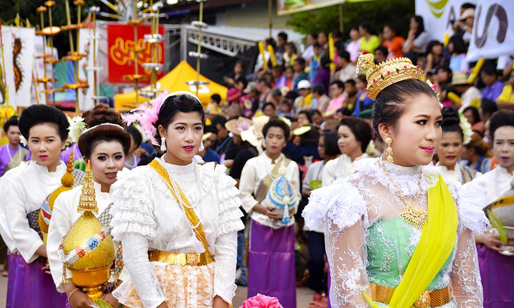 Phi Ta Khon er en kompleks festival som har flere elementer enn de maskekledde. Foto: Mari Bareksten
