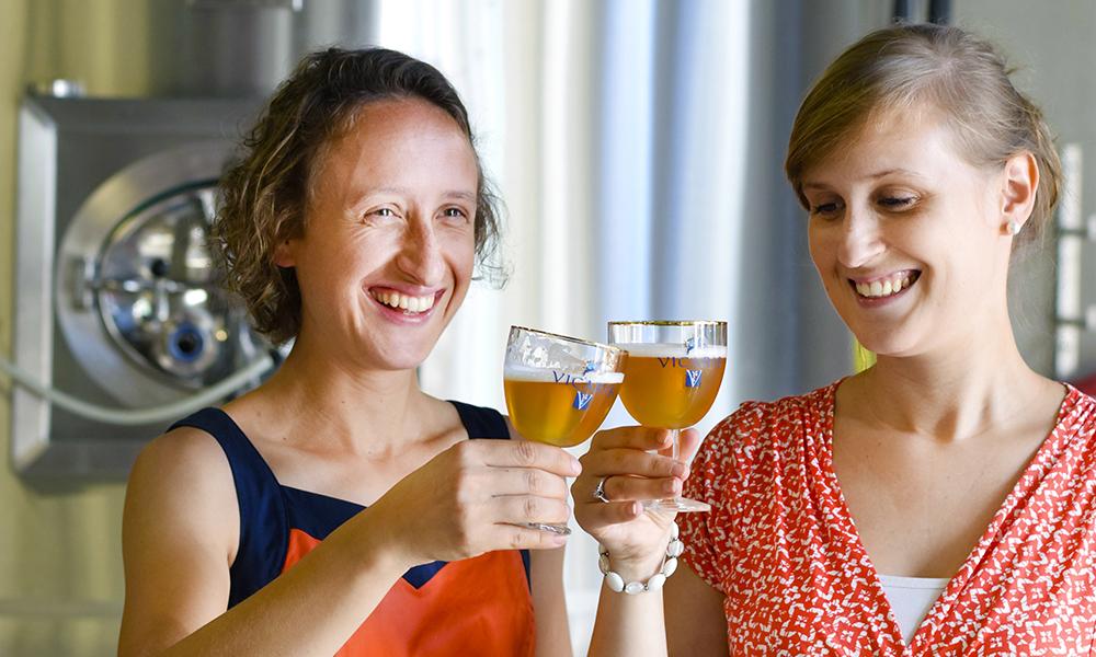 Menn og øl? Ikke i Flandern! Søstrene Anne-Catherine og Claire har tatt over bryggeriet Dilewyns etter faren. Foto: Mari Bareksten