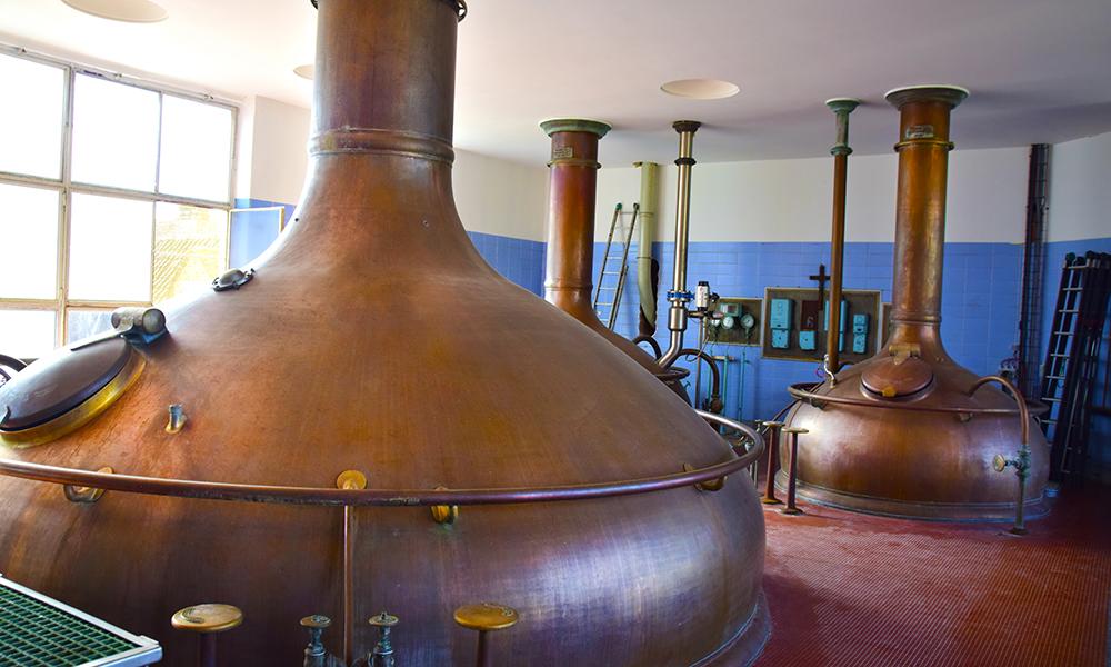 Bryggeriet Het Anker i Mechelen bruker fortsatt de originale kobbergrytene sine til all ølproduksjon. Foto: Mari Bareksten