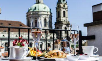 Topp kvalitet: Coda Restaurant på toppen av Aria Hotel er blant Prahas beste takterrasser. Foto: Aria Hotel