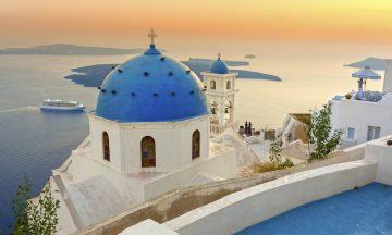 Ikonisk: Romantiske Santorini er evig populært for ferie i Hellas. Foto: Istock