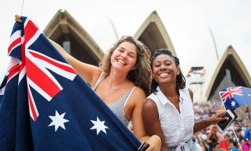 Australia Day feires med brask og bram 26. januar hvert år – med regatta, fyrverkeri og feiring på stranda. Foto: SALTY DINGO/ Australia Day Council of NSW
