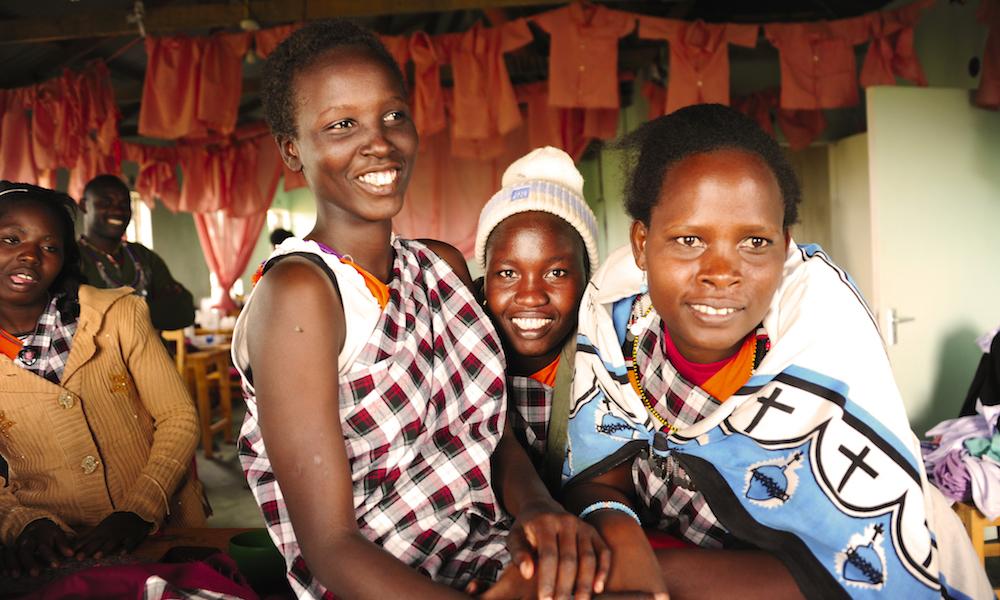 Lokalt besøk: Besøk i en tradisjonell masailandsby er både givende og lærerikt. Prosjektet Threads For Hope gir masaikvinner muligheten til å tjene egne penger. Foto: Ronny Frimann