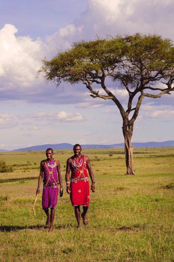 Viser vei: På safari i Kenya er masaienes lokalkunnskaper uvurderlige. For ikke å snakke om gjestfriheten! Foto: Ronny Frimann