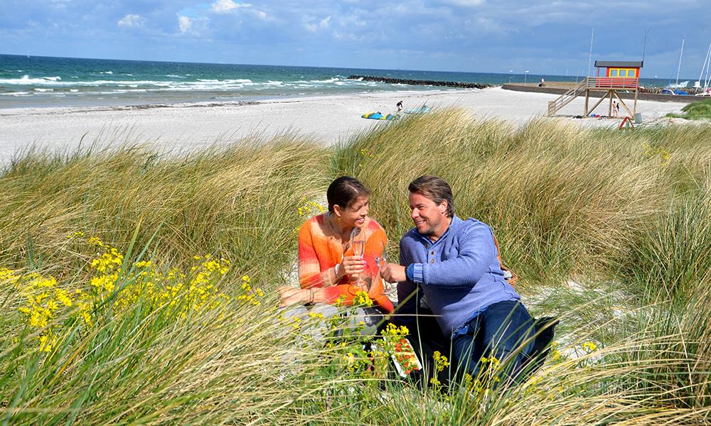 Piknik i sanden: Stranden ved Skanør er som skapt for en romantisk piknik i sanddynene. Foto: Marte Veimo