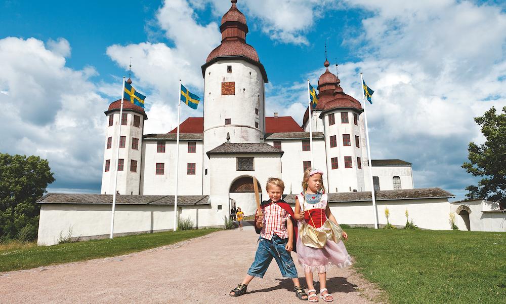 Herskapelig: Et ekte slott i vakre omgivelser – og populært blant både store og små. Foto: Petter Magnusson