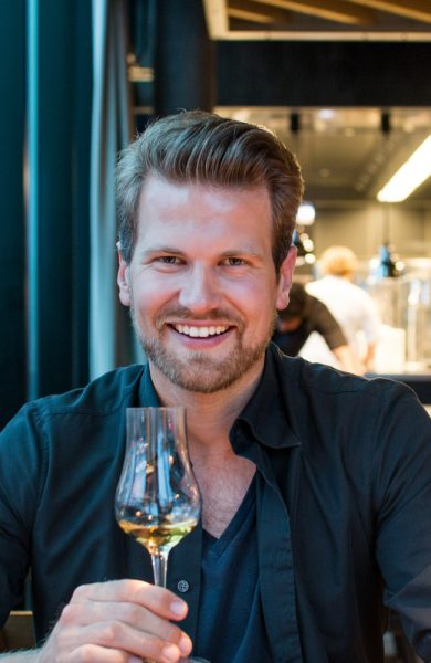 «Foodie» Anders Husa (32) vet hva som er verdt å vite om restaurantverdenen i Oslo for tiden og deler gjerne sine tips. Foto: Arnold Lan