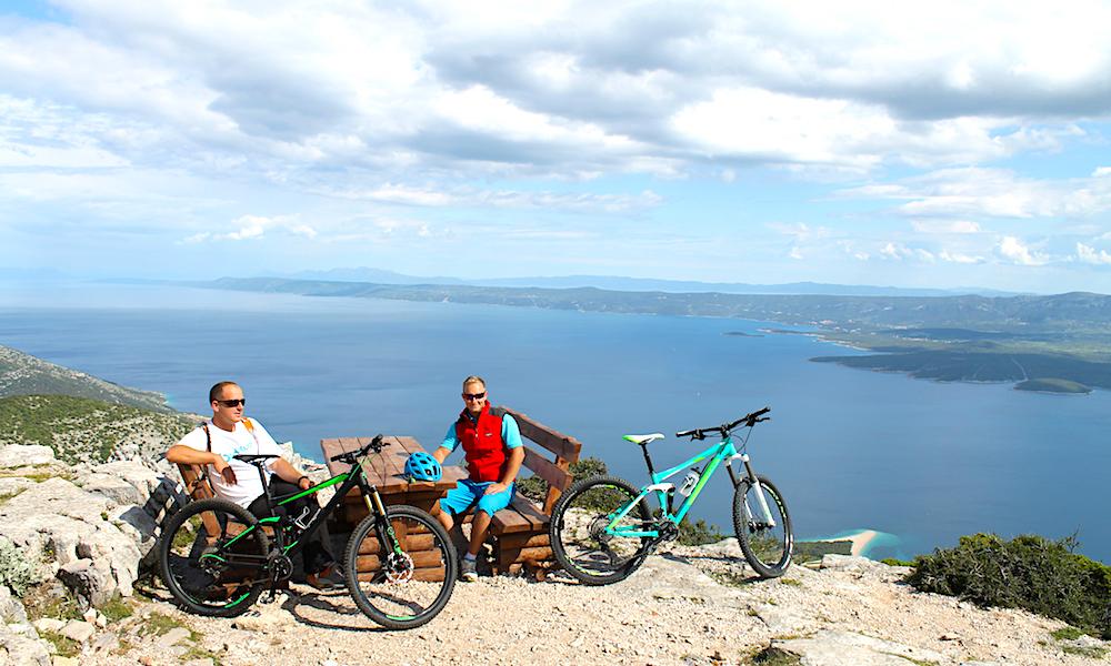 TO HJUL: Mange av den kroatiske skjærgårdens øyer er perfekte å utforske på to hjul. Så også Brac. Foto: Ida Anett Danielsen