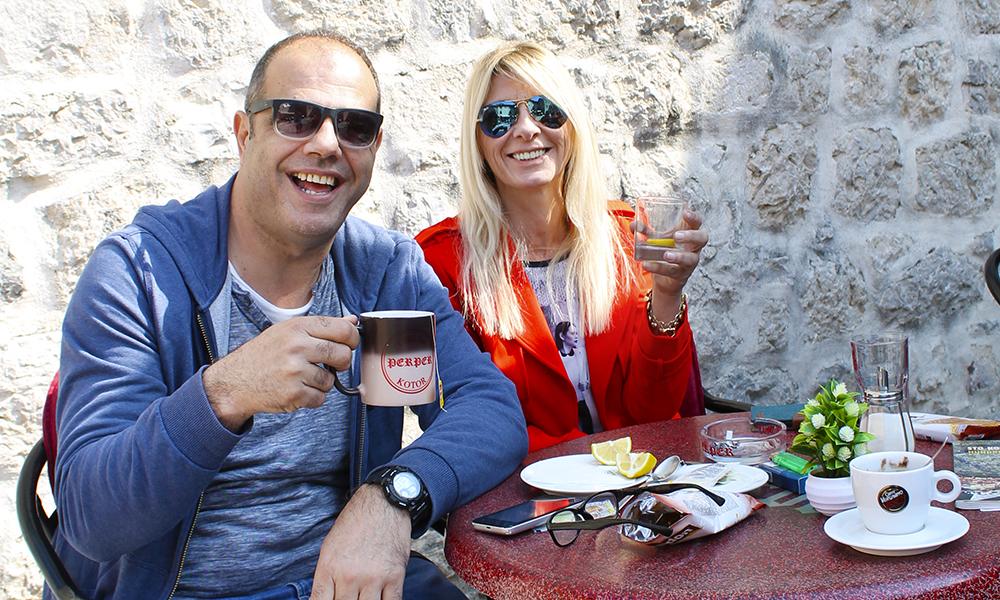I Kotor er det nærmest et must å ta en kaffe på en av de mange koselige kaféene i gamlebyen. Foto: Ida Anett Danielsen