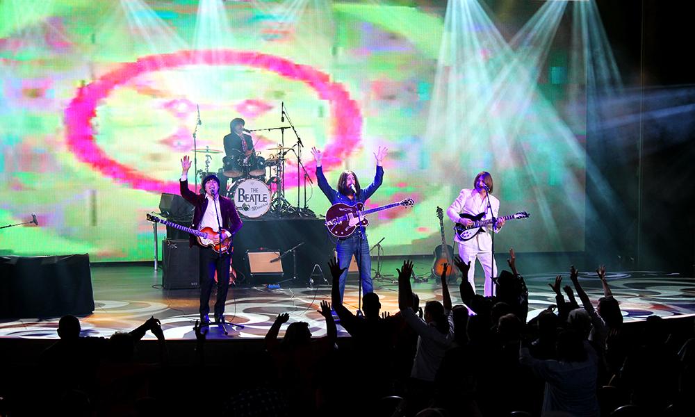 Beatlemaniacs underholder til stor jubel fra publikum. Foto: Ida Anett Danielsen