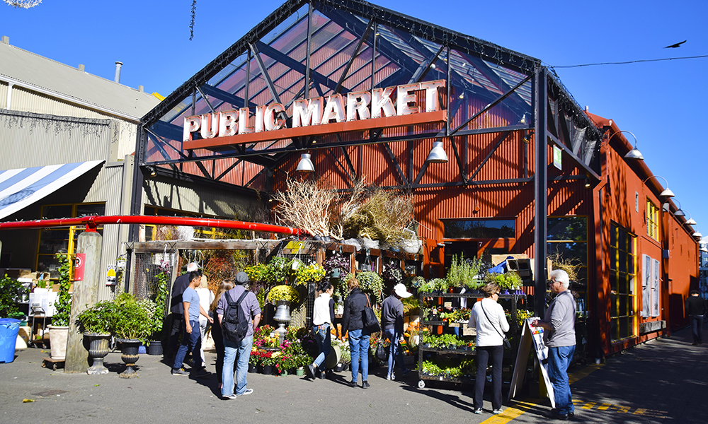 Granville Islands aller største attraksjon er det populære matmarkedet Granville Island Public Market. Foto: Mari Bareksten