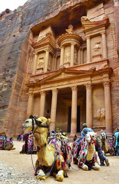 Oldtidsbyen Petra var i sin tid en av verdens viktigste byer, og er i dag Jordans største turistattraksjon. Foto: Torild Moland